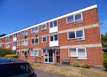 2 bed flat to rent in Kings Avenue, Eastbourne BN21