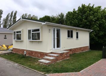 Thumbnail 2 bed mobile/park home for sale in Pear Tree Manor Wainfleet Bank, Wainfleet, Skegness