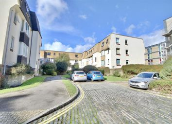 2 bed flat to rent in Cecil Place, Southsea PO5