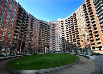 Thumbnail 1 bed flat to rent in Fairmont Avenue, Canary Wharf, London