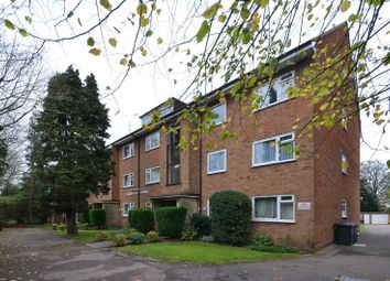 Thumbnail 2 bed flat to rent in Lyonsdown Road, New Barnet