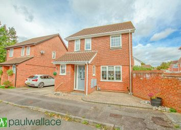 Thumbnail 3 bed detached house for sale in Hollyfields, Broxbourne