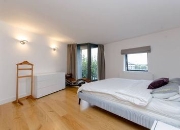 Thumbnail 4 bed flat to rent in City Harbour, Canary Wharf