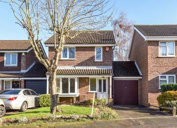 Thumbnail 3 bed detached house to rent in Glamis Close, Frimley