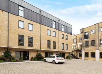 Oxbridge Terrace, Palace Wharf, Rainville Road, London W6. 3 bed flat