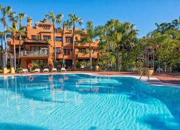 Thumbnail 2 bed apartment for sale in La Alzambra, Nueva Andalucia, Marbella