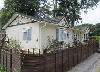 Thumbnail 2 bed mobile/park home for sale in Beech Park (Ref 5674), Chesham Road, Wigginton, Tring, Hertfordshire