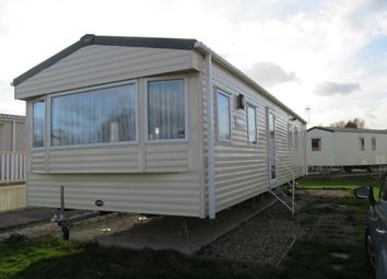 Thumbnail 2 bedroom mobile/park home for sale in Havant Close, Lakeside Leisure Park (Ref 5529), Vinnetrow Road, Chichester, West Sussex