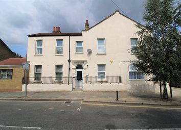 Thumbnail 4 bedroom flat to rent in Fairland Road, London