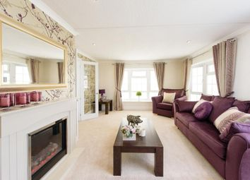 Thumbnail 2 bedroom mobile/park home for sale in Strayfield Road, Enfield
