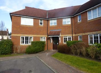 2 bed flat to rent in Woodside Court, Farnborough, Hampshire. GU14