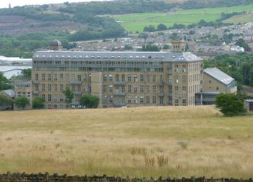 2 bed flat to rent in Park Road, Elland HX5