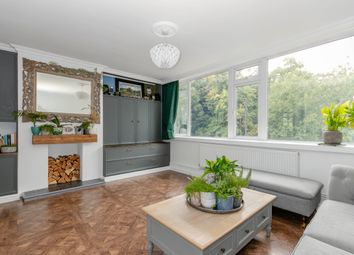 Green Street, Sunbury-On-Thames TW16. 2 bed maisonette