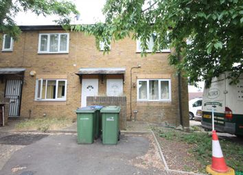 Thumbnail Studio to rent in Camelot Close, London