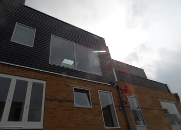 Thumbnail 4 bed triplex to rent in Gransden Avenue, Lond Fields
