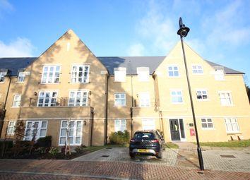 Thumbnail 2 bedroom flat to rent in Queenswood Crescent, Englefield Green, Egham