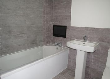 2 bed flat to rent in Carlton Square, Carlton, Nottingham NG4