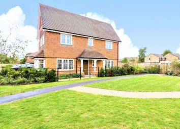 Vyne Walk, Ash, Aldershot GU12. 3 bed detached house