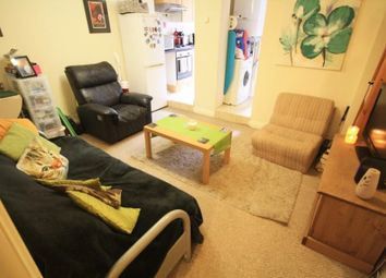 Thumbnail 1 bed flat to rent in Norwood Road, Reading