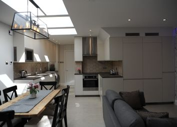 Thumbnail Room to rent in Glastonbury Road, Morden