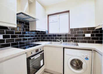 2 bed flat to rent in Frinton Mews, Ilford IG2