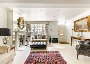 3 bed property to rent in Knox Street, Marylebone, London W1H