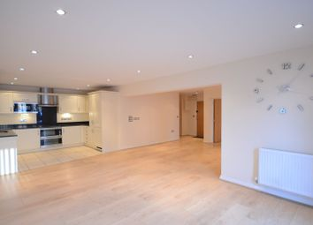 Thumbnail 2 bed flat to rent in The Crescent, Maidenhead