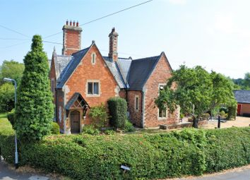 Thumbnail 4 bed cottage for sale in Low Road, Manthorpe, Grantham