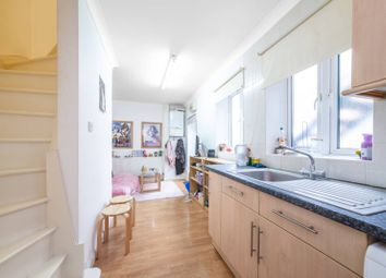 1 bed maisonette to rent in Colney Hatch Lane, Colney Hatch, London N10