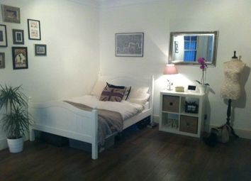 Thumbnail Studio to rent in Lambolle Road, London