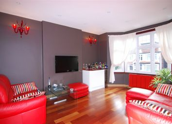Thumbnail 3 bed flat to rent in Caversham Avenue, Palmers Green, London