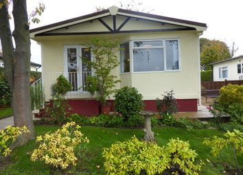 Thumbnail 2 bed mobile/park home for sale in High View Park, Toms Lane, Kings Langley, Hertfordshire