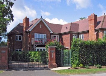 Thumbnail 2 bedroom flat for sale in Station Road, Beaconsfield