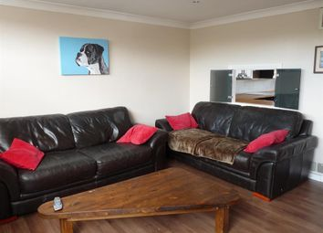 Thumbnail 2 bed flat to rent in Miswell Lane, Tring