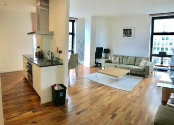 2 bed flat to rent in Discovery Dock, Docklands, London E14