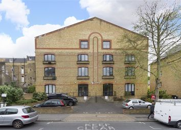 Thumbnail 1 bed flat to rent in Silverdale, London