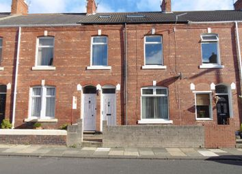 Thumbnail 3 bed flat to rent in Park Road, Blyth