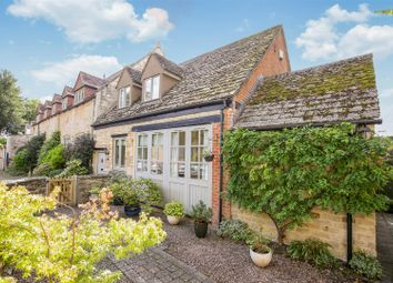 Manor Gardens, Lechlade GL7. 2 bed end terrace house