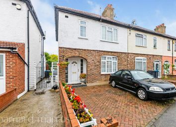 3 bed property to rent in Idmiston Square, Worcester Park KT4
