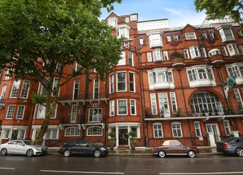 Thumbnail Flat for sale in Chelsea Embankment, London