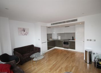 Thumbnail 1 bed flat to rent in The Landmark West Tower, Marsh Wall