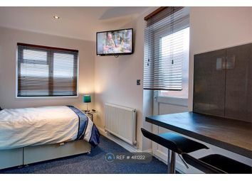 Thumbnail Room to rent in Brassie Avenue, London