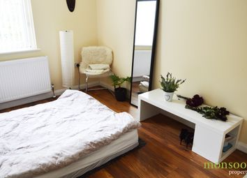 Thumbnail 3 bed flat to rent in Jansons Road, London