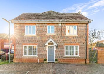 3 bed end terrace house for sale in Knights Mead, Lingfield RH7