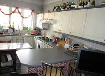 Thumbnail 4 bed flat to rent in Junction Road, London, Archway