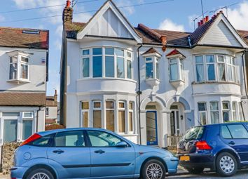 2 bed flat for sale in Leigh Hall Road, Leigh-On-Sea, Essex SS9