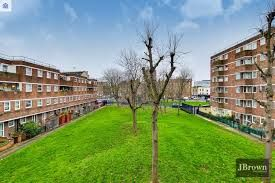 2 bed maisonette to rent in Clearbrook Way, London E1