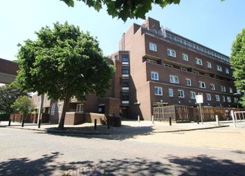 Thumbnail 4 bed flat to rent in Newell Street, London
