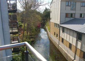 2 bed flat to let in Stour Street