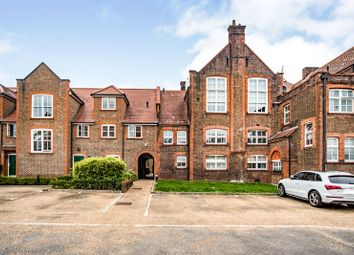 College Yard, Gammons Lane, Watford WD24. 2 bed flat